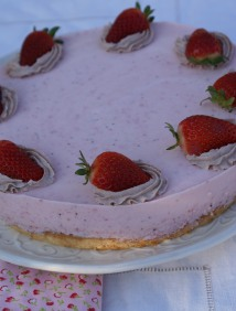 Strawberry-yogurt cake