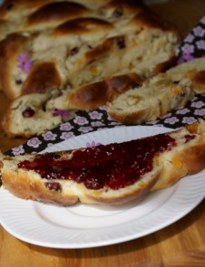 https://bakingwithsibella.com/2012/04/24/braided-breakfast-bread/