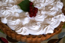 Red currant-meringue pie