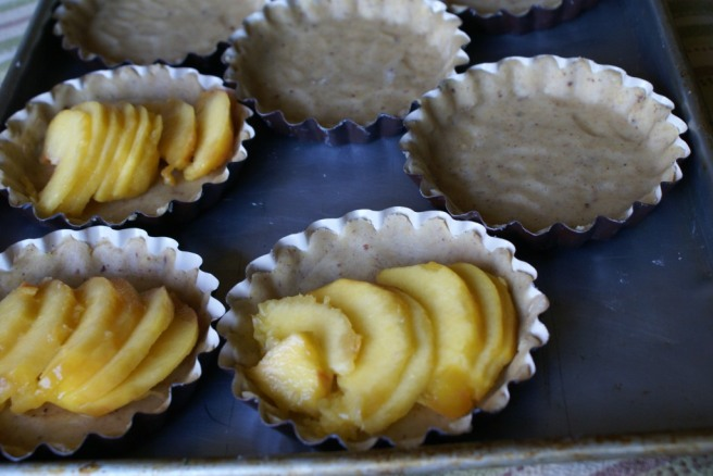 Making peach tarteletts